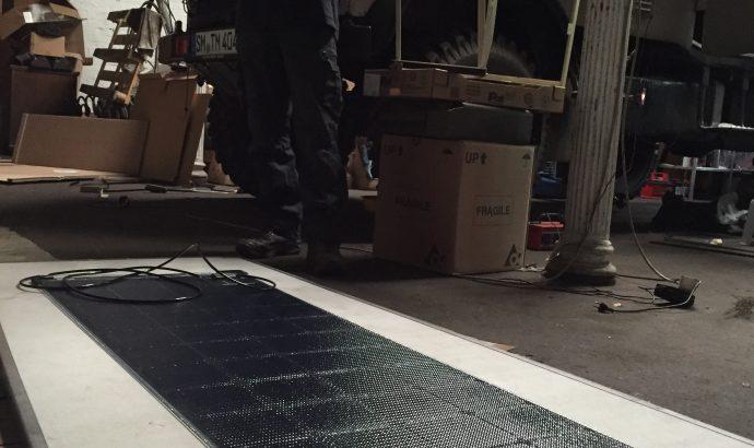 Zwei Elektropfeiffen packen aus..